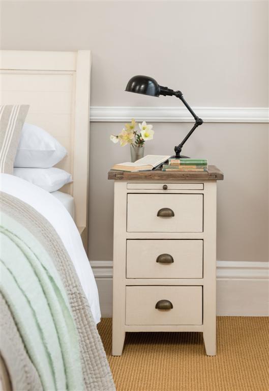 bedside chest cotswold bedroom furniture rh huckleberrywillow co uk cotswold bedroom furniture range cotswold grey bedroom furniture