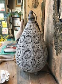 Morrocan-Style-Metal-Table-Lamp-White_1000_9NAQY.jpg